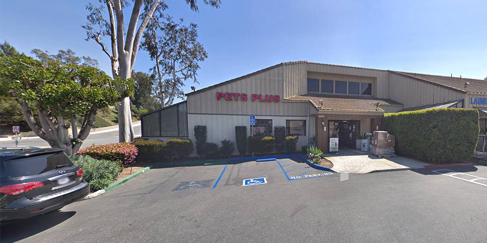 Storefront of Pets Plus, site of dog teeth cleaning in Laguna Niguel by Qualified Pet Dental